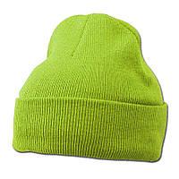Ярко-зеленая вязаная шапка с отворотом