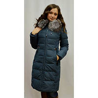 Модное зимнее пальто стеганное с мехом чернобурки на молнии