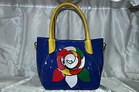 Синяя лаковая красивая сумка