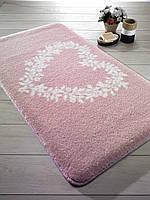 Коврик для ванной 55х57 Confetti Spring Heart розовый с сердцем.