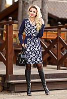 Нарядное платье с V-образным вырезом и принтом, вставки по бокам подчеркнут изящную фигуру, 46-52 размеры
