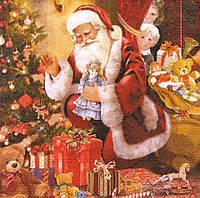 Декупажная салфетка Санта раскладывает подарки под ёлкой 5296