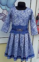 Платье с гипюром и атласной лентой
