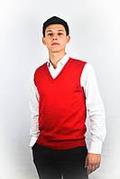Вязанный красный жилет