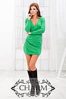 Короткое женское платье с длинными рукавами