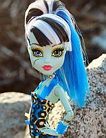 Кукла Monster High Фрэнки Штейн (Frankie Stein) в купальнике Монстер Хай Школа монстров