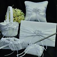 Белый свадебный набор (книга пожеланий, подушечка для колец, подвязка, корзинка для лепестков, ручка)