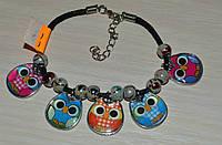 пестрый браслет с подвесками совами