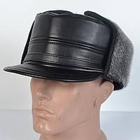 Зимняя мужская шапка с козырьком черного цвета