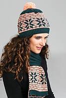 Модный теплый вязаный набор шапка-шарф с красивым жаккардовым узором украшен помпоном