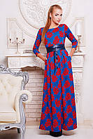 Длинное женское платье синего цвета в красные розы