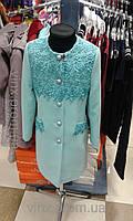 Пальто для девочки кашемировое с вставками из гипюра мятное