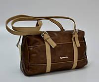 Небольшая женская сумочка, коричневая с бежевыми ремешками.