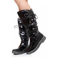 Утепленные лаковые  черные дутики на шнуровке