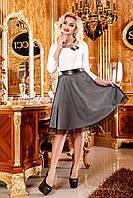 Женское коктейльное приталенное платье с юбкой-клеш Молочное