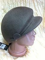 Модная женская кепка  из фетра бежевого цвета  с ободком переходящий в петельку.