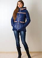Теплая зимняя куртка женская удлиненная сзади синего цвета с бежевыми вставками
