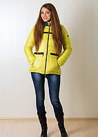 Яркая молодежная куртка в салатовом цвете с капюшоном