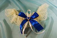 Свадебная подвязка Шампань с синим бантом