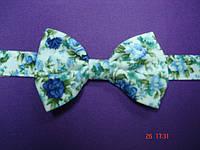 Галстук бабочка белая в синий цветочек