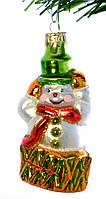 """Стеклянная елочная игрушка """"Снеговик из подарка"""""""