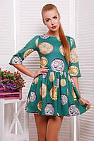 Зеленое короткое трикотажное платье с принтом Монеты