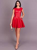 Яркое молодежное платье модного кроя с пышной юбкой