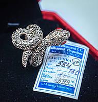 Серебряное кольцо - змея, с красными камушками - глазками. Рептилии в украшениях - хит сезона. 18 размер