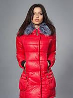 Приталенная курточка яркого красного цвета