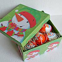 """Новогодний подарок из """"киндер-сюрпризов"""" для ребенка"""