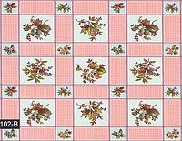 Розовая скатерть в клеточку с цветами