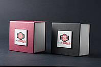 Подарочная коробочка для часов черного и красного цвета
