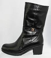 Женские черные кожаные зимние полусапожки на среднем каблуке