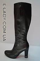 Демисезонные классические сапоги из натуральной кожи на высоком каблуке