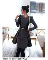 Женские черно-серое платье с длинным рукавом и лакированным поясом