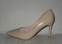Туфли модные на шпильке лаковые бежевые