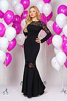 Праздничное платье вечернее с длинным рукавом украшено гипюром