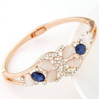 Золотистый браслет с синими и молочными камнями