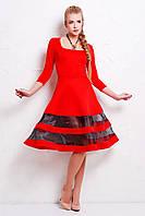 Красивое женское красное платье с пышной юбкой, вставки - органза