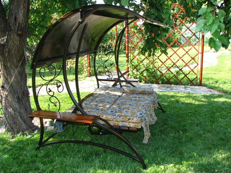 Кованые качели садовые