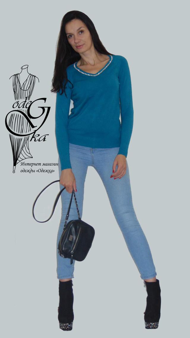 Фото-2 Женского пуловера черного цвета с украшенной камнями горловинкой и ажурной спинкой Лилиана SvLl215