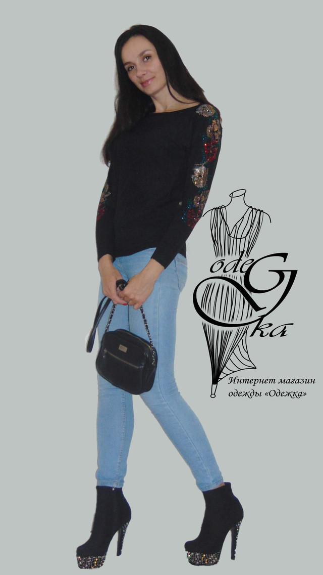 Фото Женского свитера черного цвета с розой на цельнокроеном рукаве кашемировый Роза SvRz781