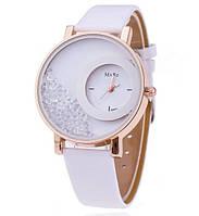 Красивые женские наручные часы. Белые