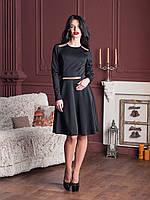 Вечернее платье с пышной юбкой в черном цвете украшено камнями на плечах и поясе