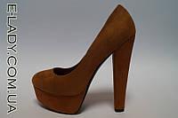 Замшевые коричневые туфли на платформе и высоком каблуке