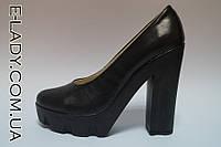 Черные туфли на платформе и высоком каблуке из натуральной кожи