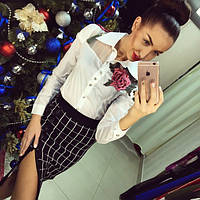 Женская стильная белая блуза с розой