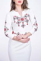 Красивое нарядное платье вышитое оригинальным геометричным орнаментом