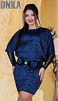 Короткое женское платье с рукавами летучая мышь с кружевными вставками струящийся трикотаж батал