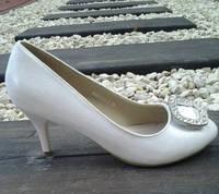 Свадебные перламутровые туфли на каблуке